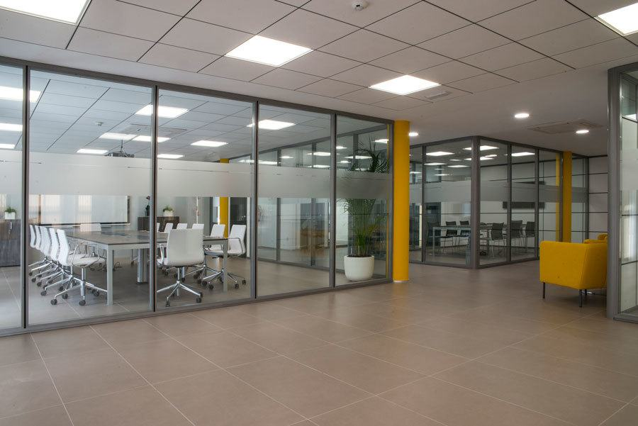 Mamparas espai instalaciones Emuca por Ofival