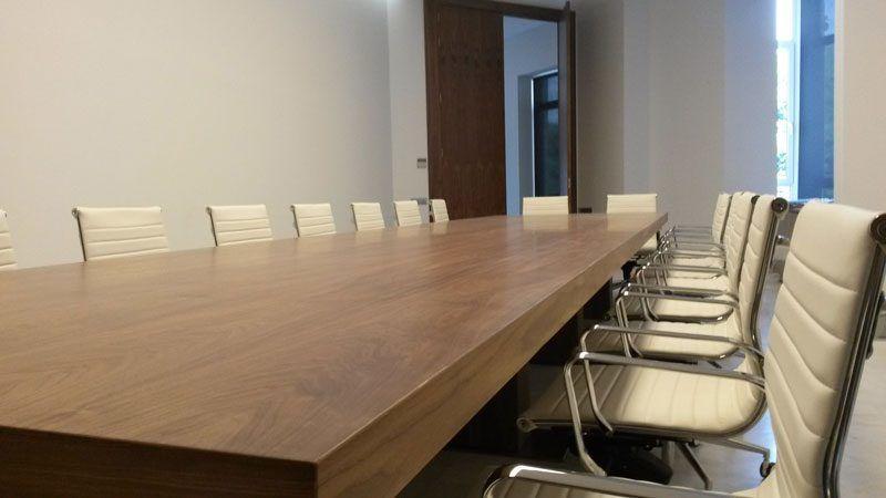 Mesa de reuniones Roma Bohorques