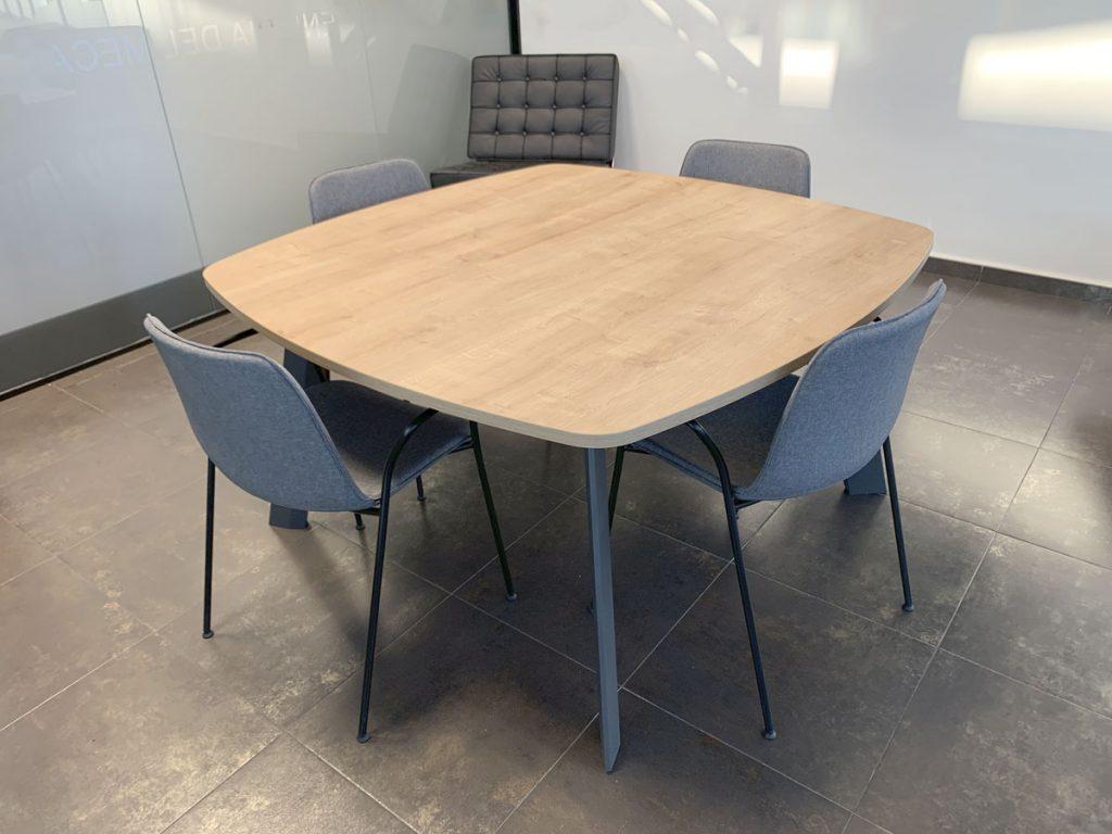 mesa de reuniones instalaciones lemar