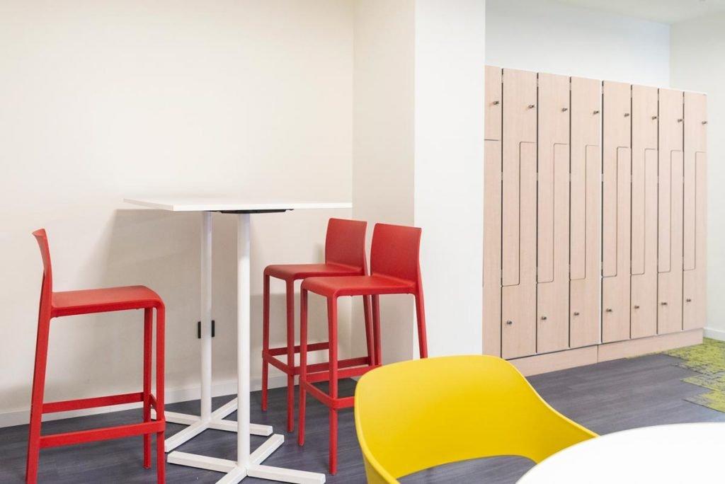 zona office y taquillas instalaciones mrw aldaia