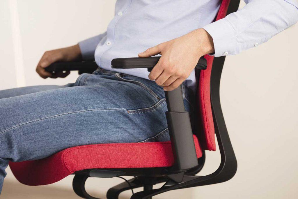 sillas ergonómicas con brazos ajustables