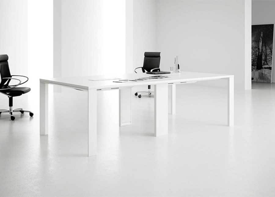Mesa reunión UM