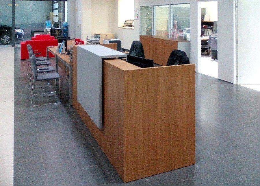 Mostrador recepcion valencia mitsubishi motors ofival for Mobiliario de oficina recepcion