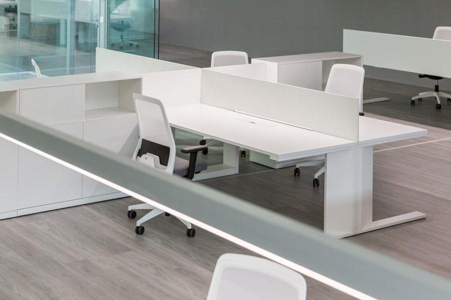 Gh electrotermia ofival mobiliario de oficina for Pasacables mesa oficina