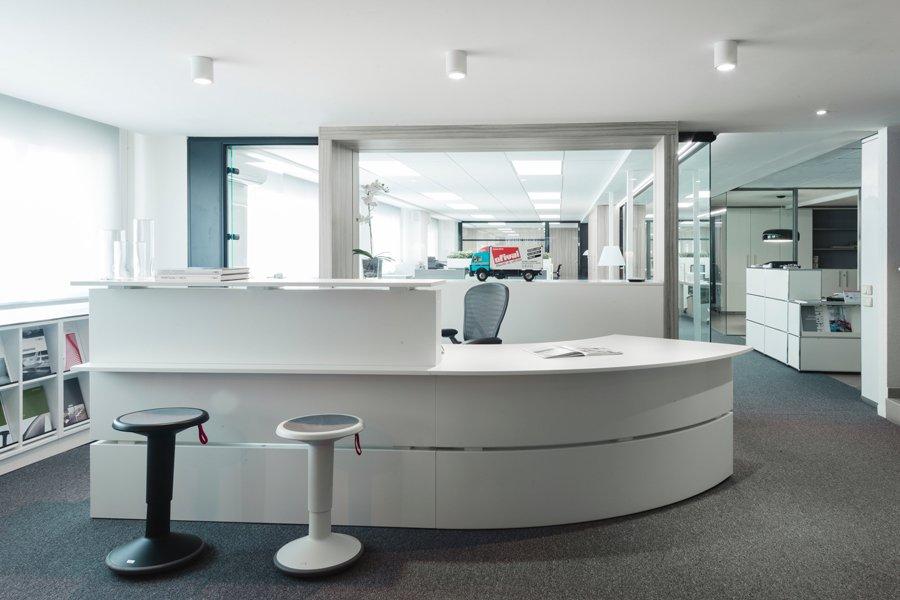 Recepción Showroom de mobiliario de oficina en valencia