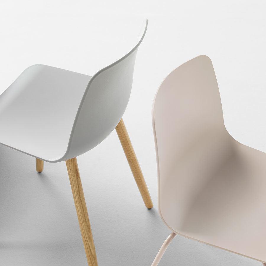 Detalle respaldos silla Varya de Inclass
