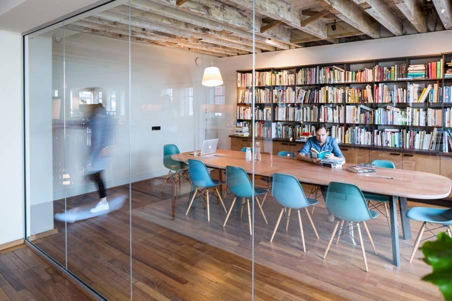 Zona reuniones espacio ideal en la oficina