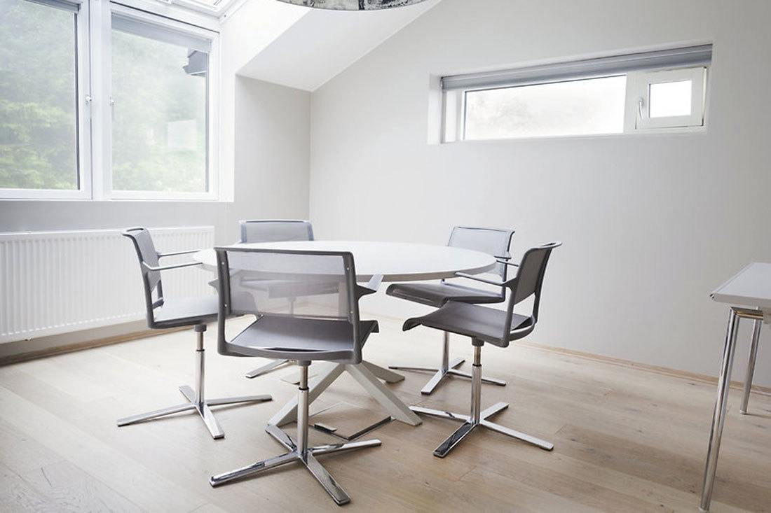 Mesas circulares de reuniones