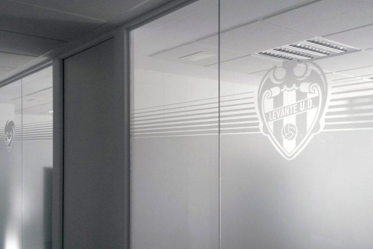 Mampara vidrio oculto Levante