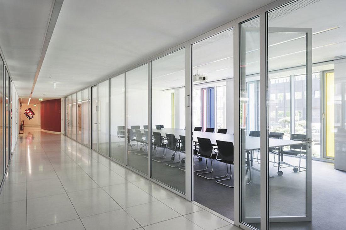 Salas de reuniones semiabiertas