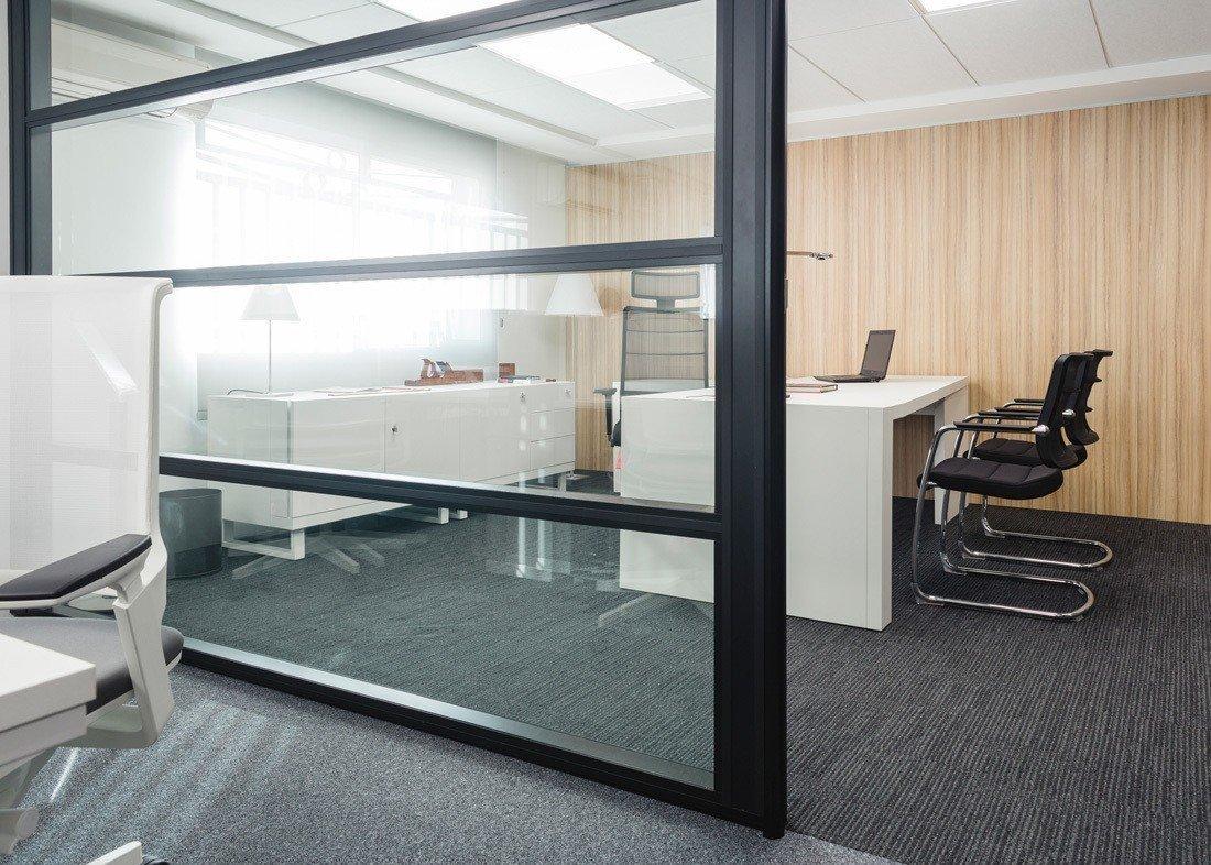 Showroom Mampara separadora de oficina