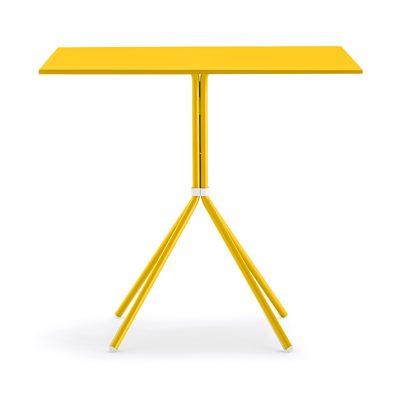 Mesa Nolita 5454 amarillo sobre cuadrado