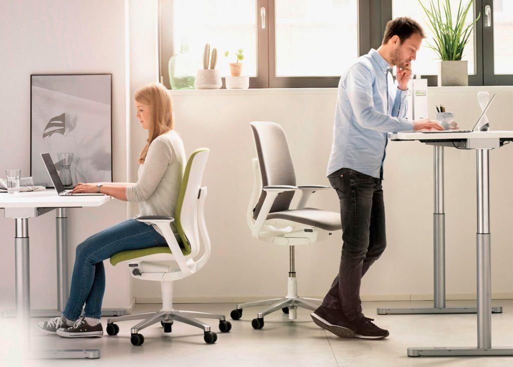 Una buena silla de oficina, la Silla AT ajustable en altura