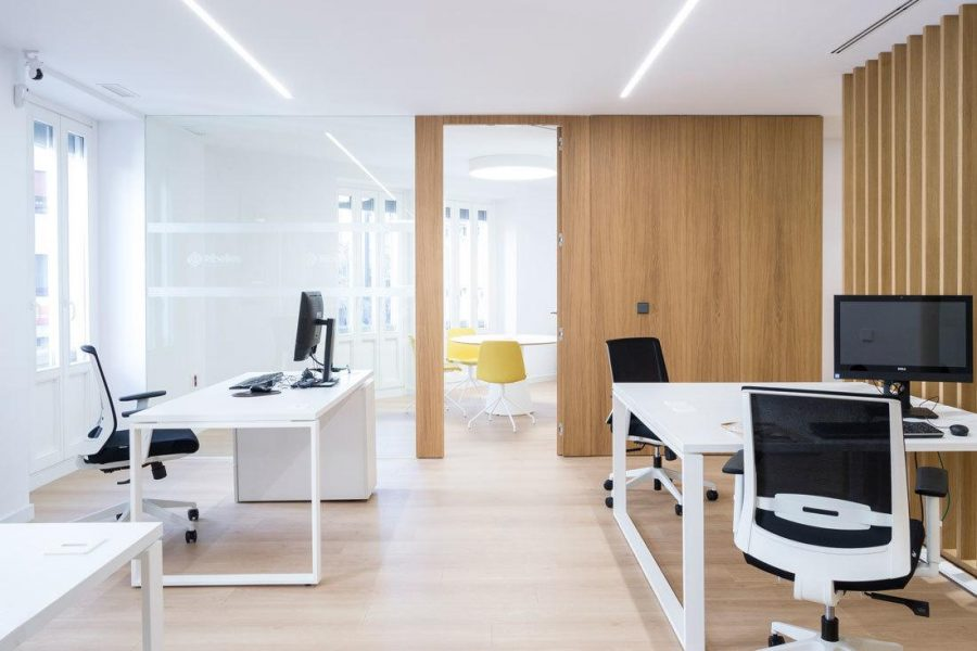 Mesas de trabajo y sillas Task