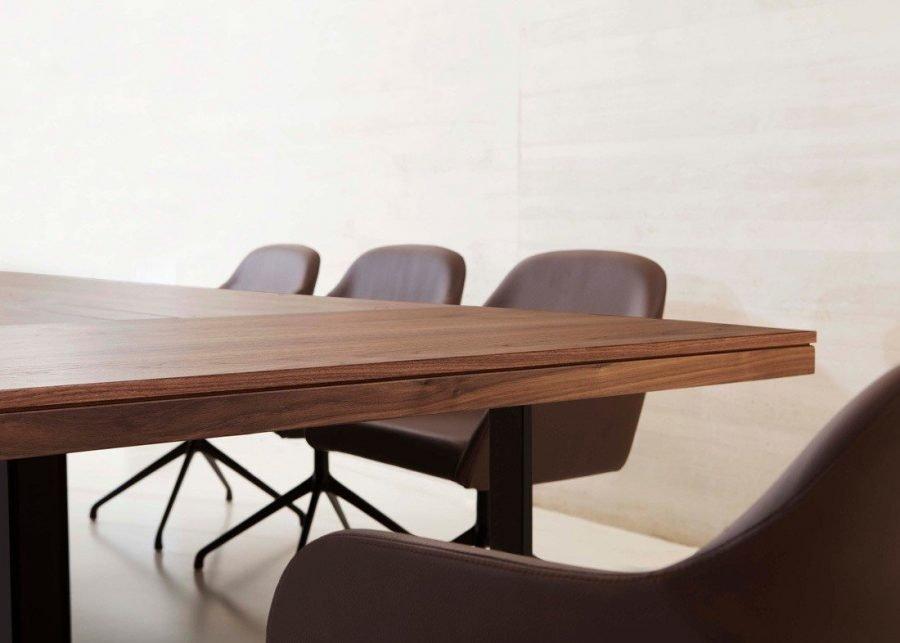 Detalle sobre mesa Bat Executive reuniones