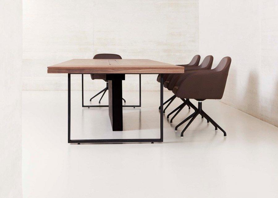 Detalle patas mesa Bat Executive reunión madera