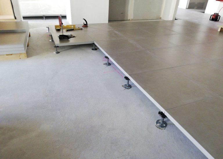 instalación del suelo técnico