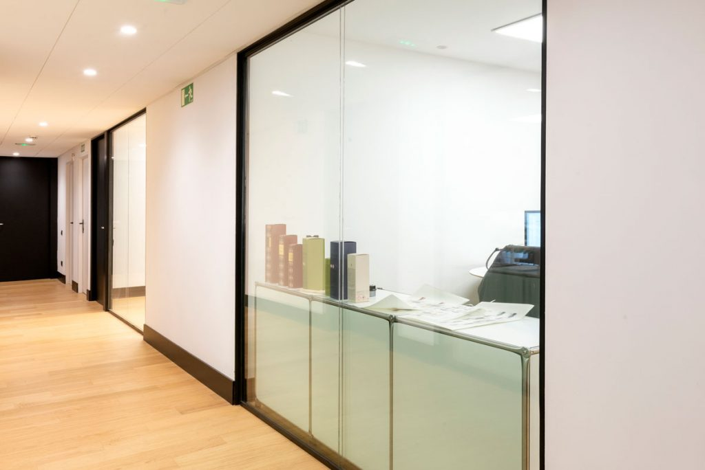 Mampara F2 doble vidrio estudio diseño
