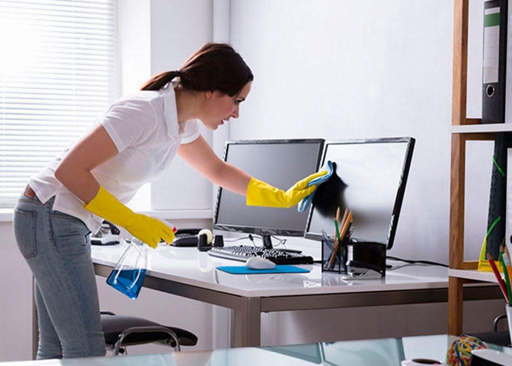 Limpieza del mobiliario de oficina