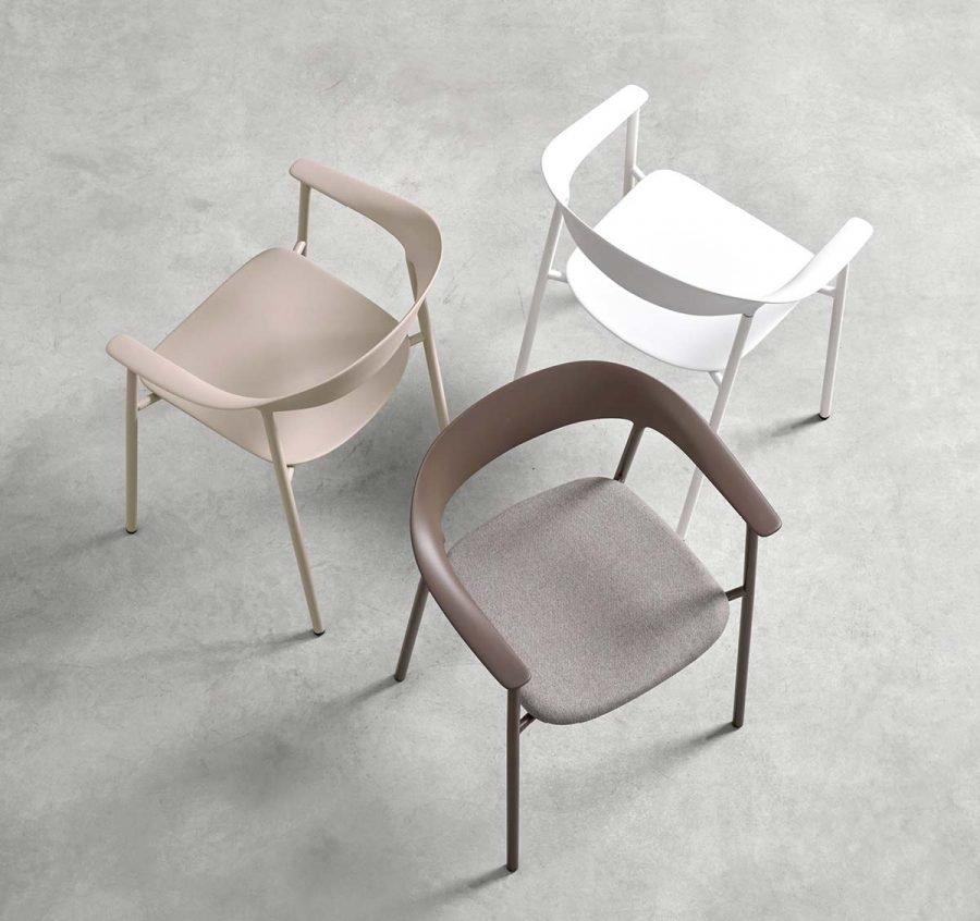 silla Arum tapizada con brazos