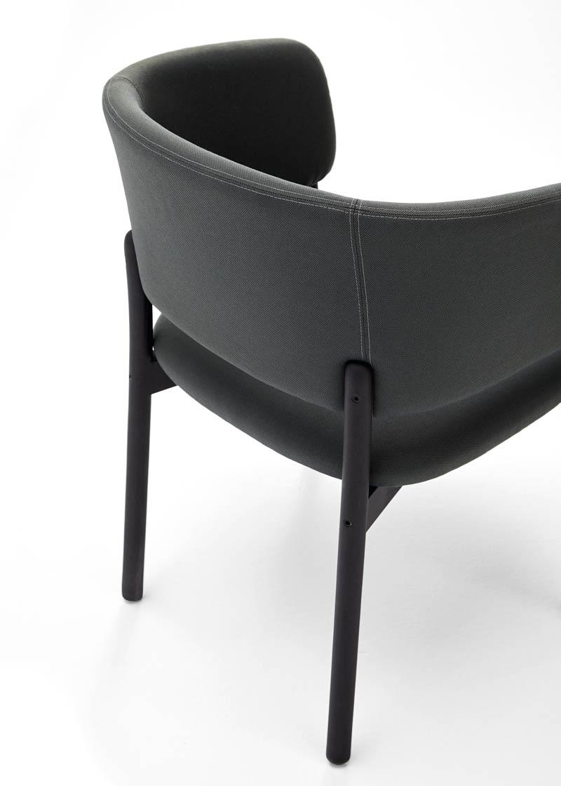 silla con brazos rc wood negro detalle respaldo