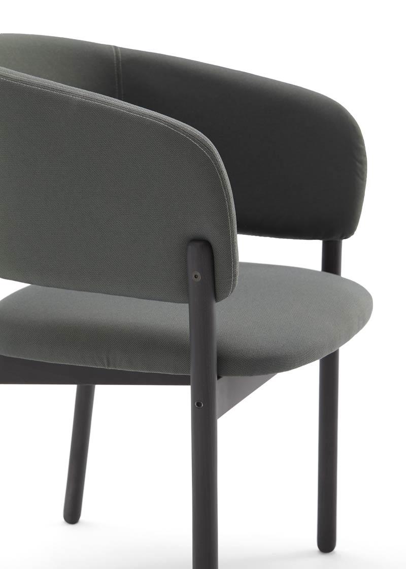 silla con brazos rc wood negro detalle brazos