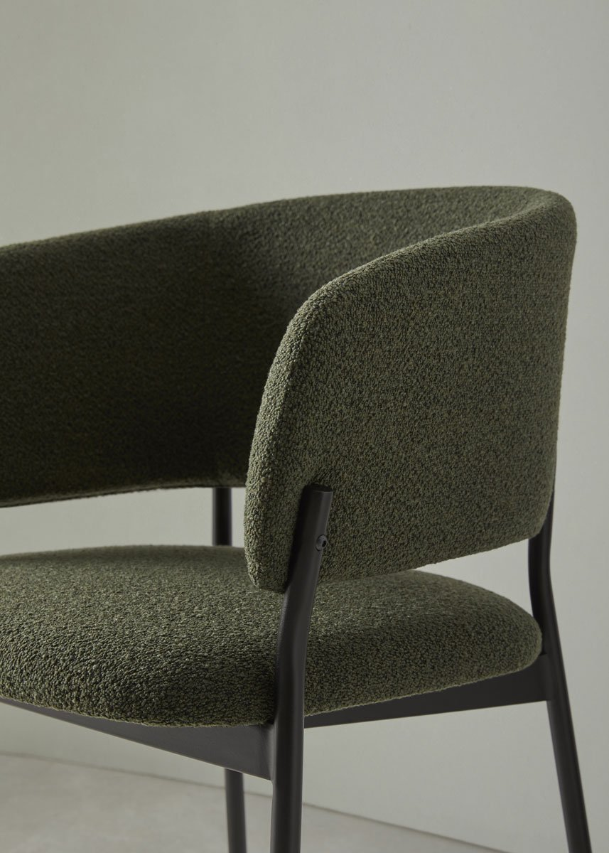 silla RC metal con brazos respaldo curvo